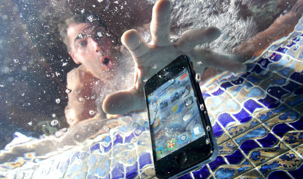 How to Thoroughly Dry Out Your Wet Electronics   Tips & Tricks   Latest Technology News